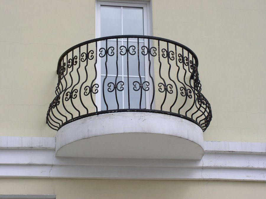 Остекленная дверь на балкон во французском стиле