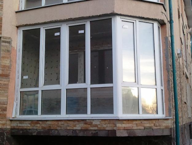 Французские окна подойдут под любую конструкцию балкона