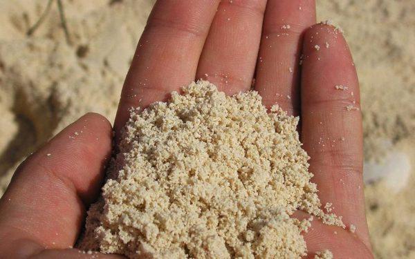 Используйте только мелкий и чистый песок
