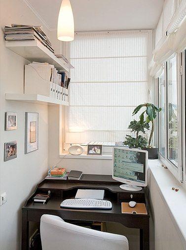Стильный рабочий кабинет, оформленный на лоджии