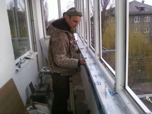 Монтаж пластикового окна на балконе