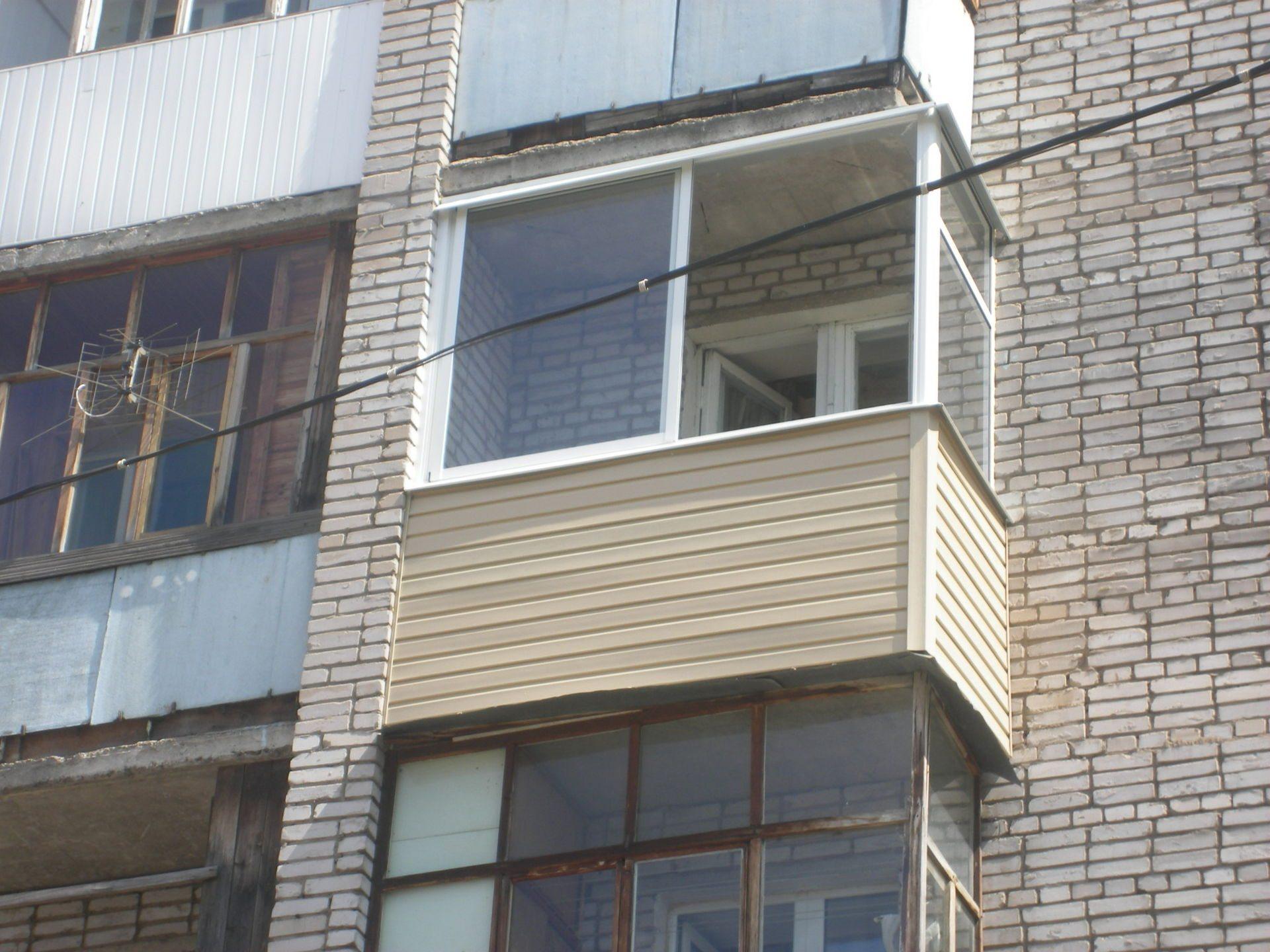 Балкон полувстроенного типа
