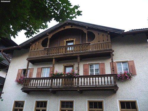Вариант балкона из дерева