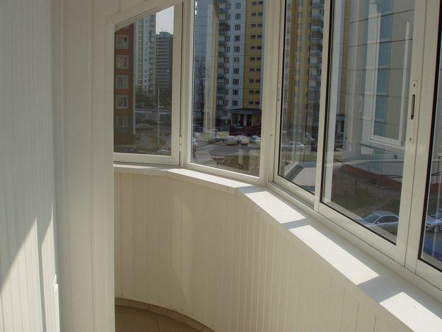 Для начала балкон надо остеклить