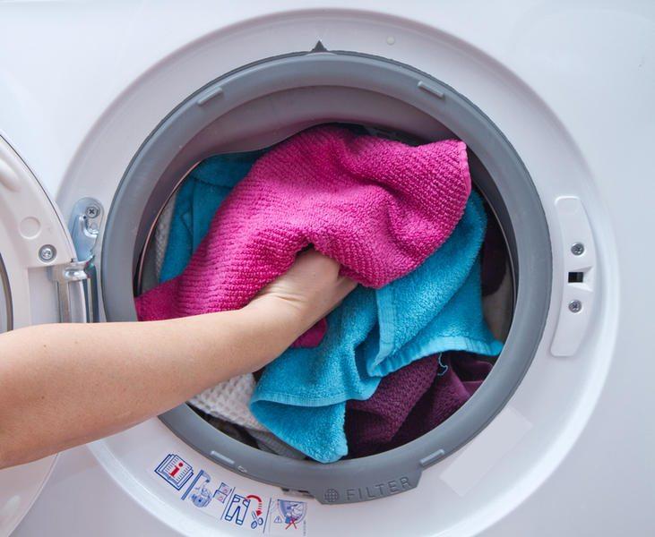 Количество загружаемых в стиральную машинку вещей подскажет вам, какую необходимо покупать электросушилку