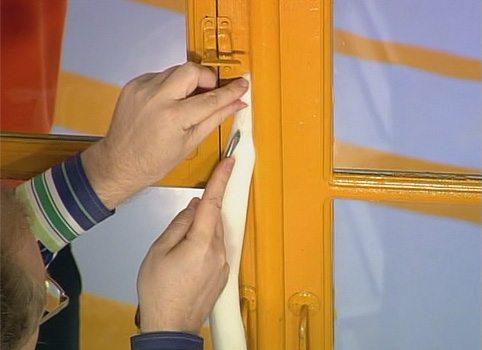 Конопачивание деревянного окна