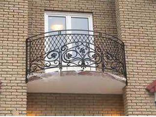 И городской балкон можно украсить ковкой