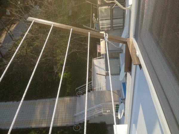 Кронштейн нужно качественно закрепить на балконе