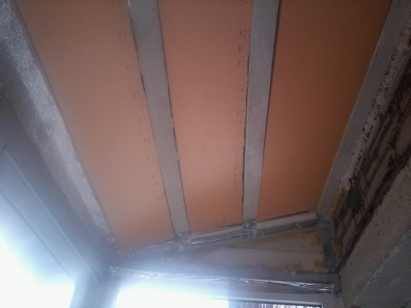 Укладка теплоизоляционного материала в конструкцию крыши балкона