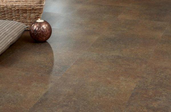 Кварцвиниловая покрытие может имитировать натуральный камень и многие другие материалы