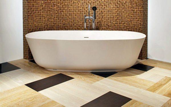Кварцвиниловую плитку можно использовать в ванной комнате