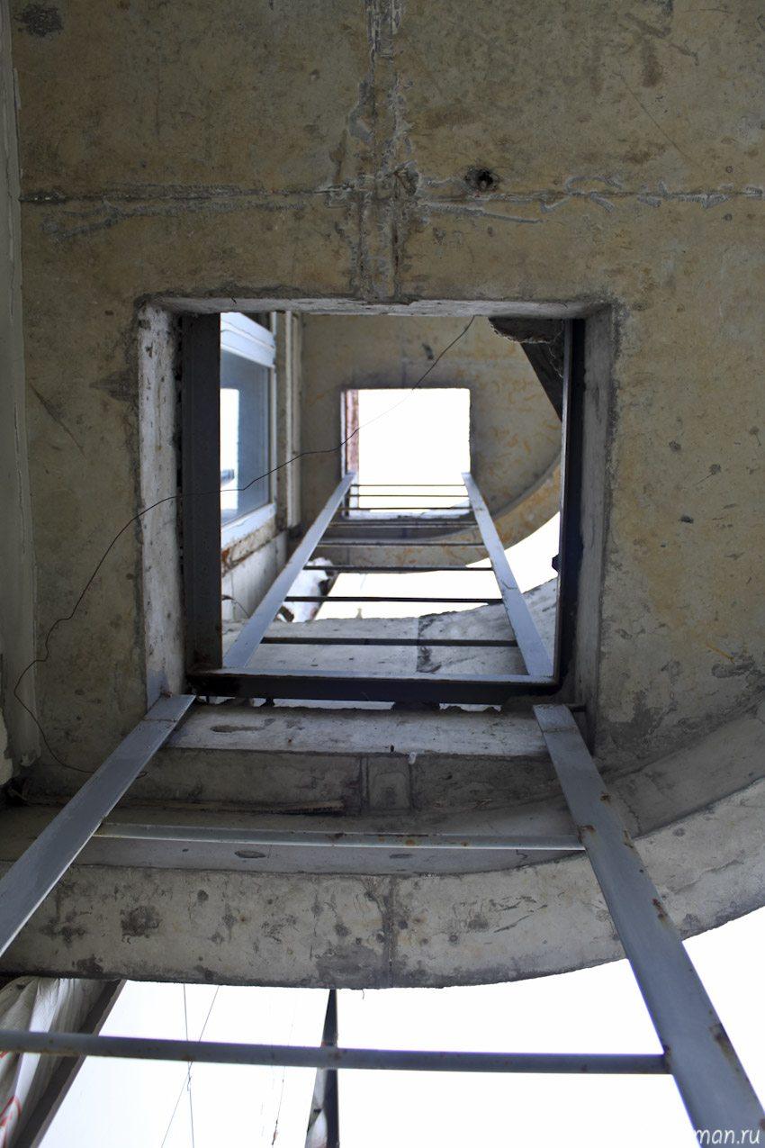 Пожарные лестницы на балконах в соответствии со СНиП 21-01-97