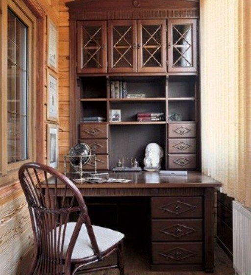 Оборудование мебелью рабочего кабинета на лоджии