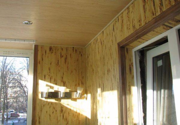 Необычная текстура бамбука сделает интерьер вашего балкона неповторимым