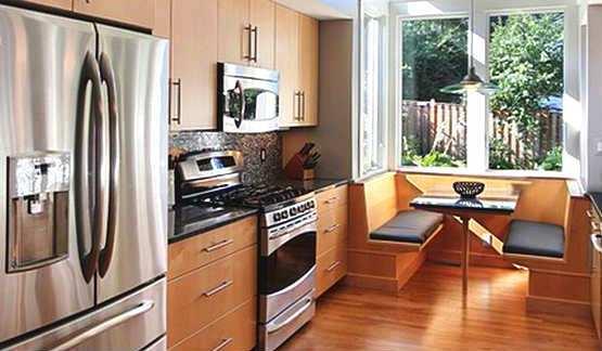 объединенная кухня с балконом