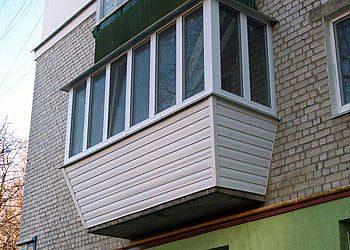 Балкон, обшитый сайдингом