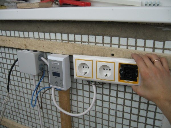 Обустройство электропроводки на лоджии под обшивку