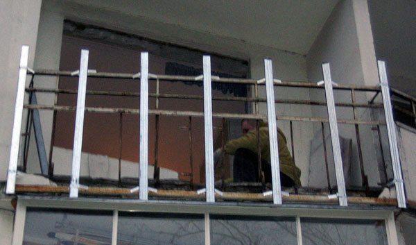Балконные ограждения: металлические, бетонные и другие виды.