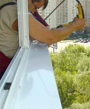 Установка отлива при остеклении балкона