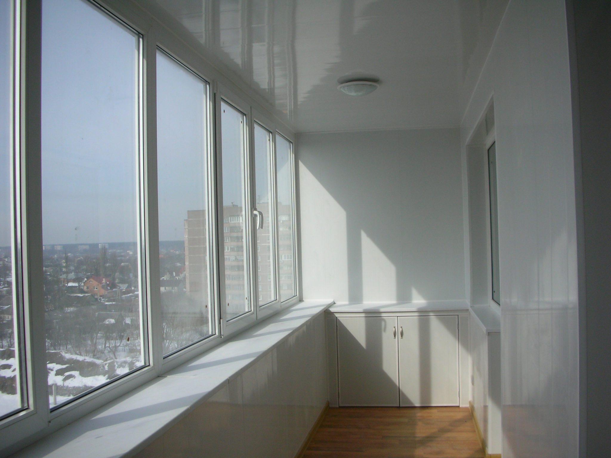 Балкон, застекленный металлопластиковыми окнами
