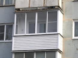Остекленный балкон хрущевского дома