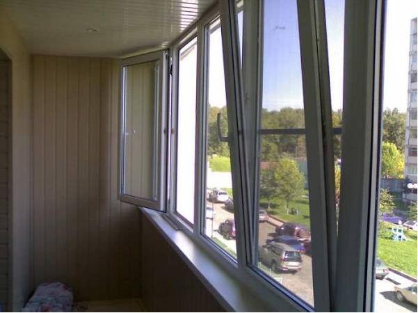 Пример остекленного балкона
