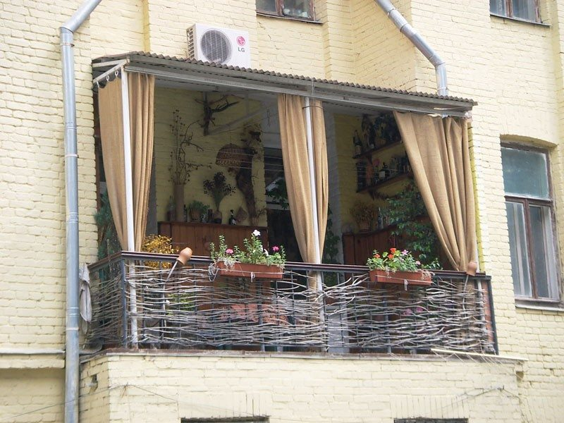 Пластиковые панели для отделки незастекленного балкона..
