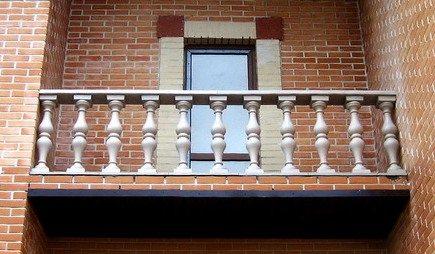 перила из бетонных балясин