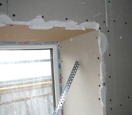Периметр окна нуждается в обработке