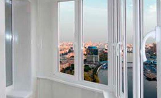 Пластиковые окна установленные на балконе