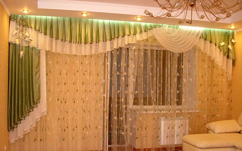 по цвету, фактуре и стилю ткань должна идеально сочетаться с мебелью, коврами и покрытием на полу