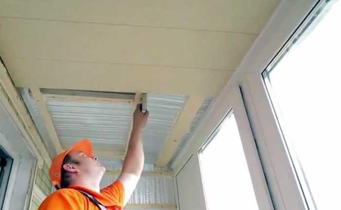 Отделка панелями пвх потолка