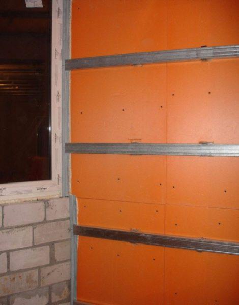 Пример утепления стены с использованием металлического каркаса