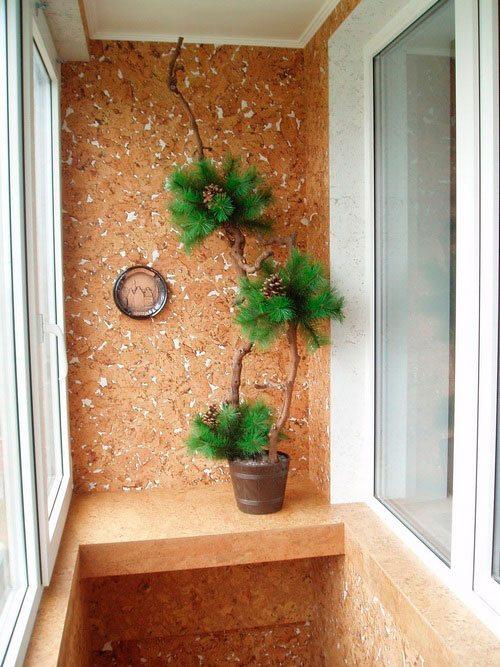 Пробковое покрытие отлично смотрится на балконе