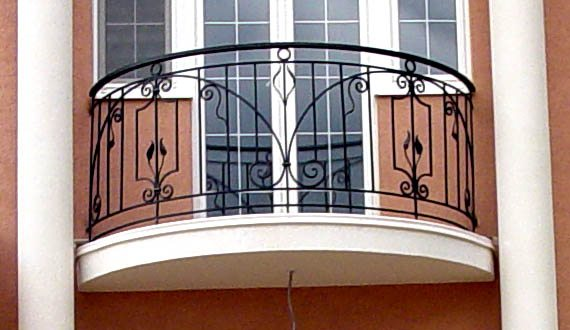 Решётка на окне и на балконе