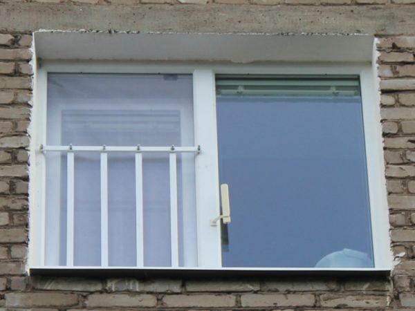 Решетка — надежная защита детей от выпадения из окна