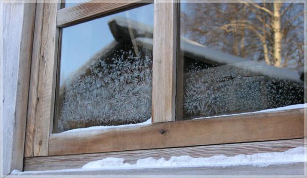 Сам характер материала – дерево, заставляет со временем провести ремонт и утепление старых деревянных окон