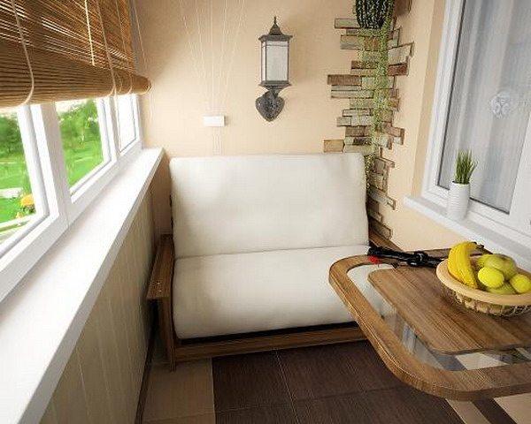 Небольшой откидной столик на вашем балконе – создаст ощущение дополнительной комнаты