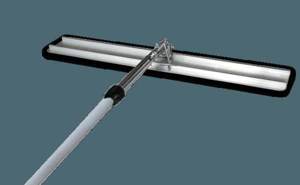 Сейчас есть специальные варианты правил с ручкой, которыми очень удобно выравнивать стяжку