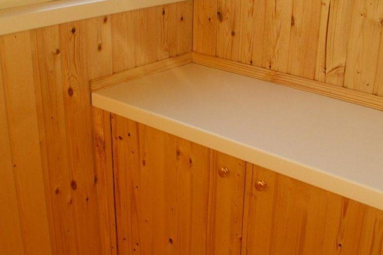 Шкаф из остатков деревянной вагонки и пластикового подоконника