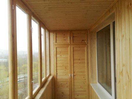 Шкаф отделанный деревянной вагонкой