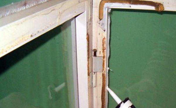 Стиз можно использовать для герметизации деревянных окон