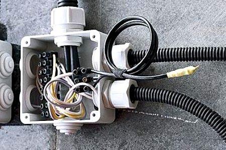 Уличный вариант электропроводки для лоджии или балкона