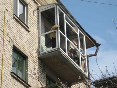 Установка балконных рам в хрущевке с предварительным демонтажем ограждения