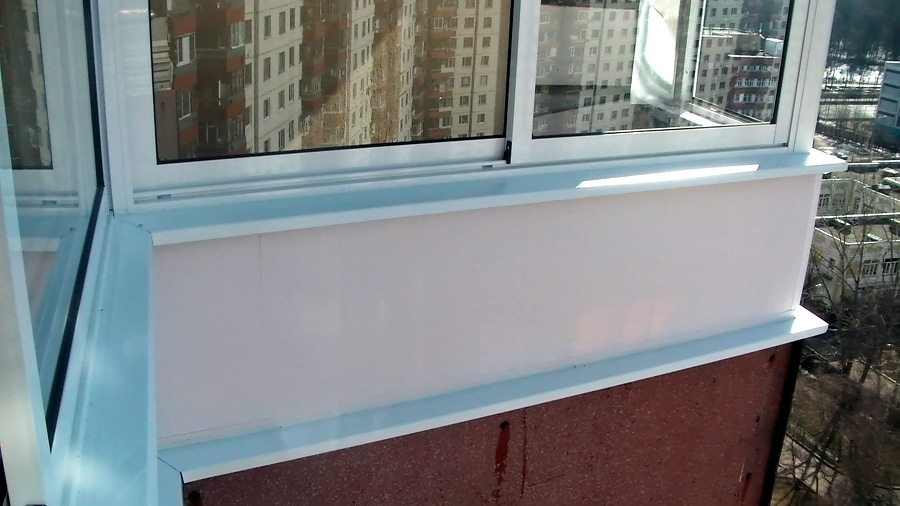 Холодное остекление балконов: особенности устройства.