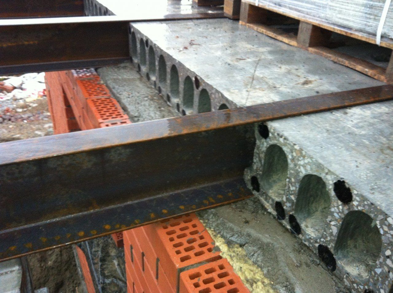 Установка балконов: устройство лоджий своими руками.