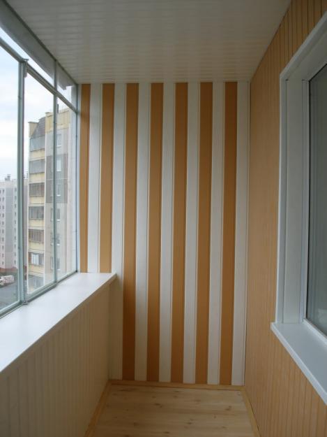 Внутренняя отделка потолка и стен пластиковыми панелями – уютная лоджия