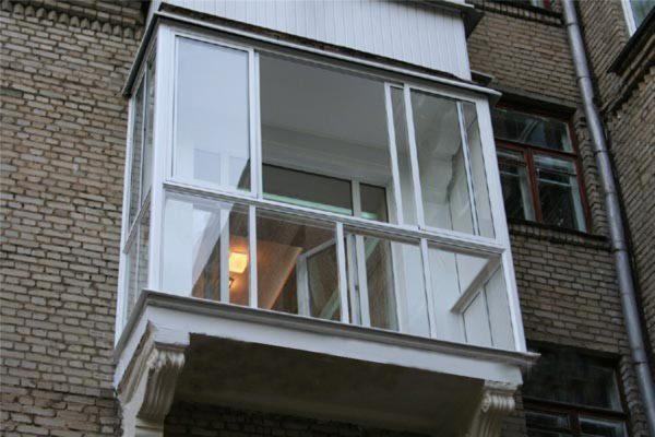 Варианты с раздвижными створками тоже возможны, но они уступают обычным окнам по энергосбережению