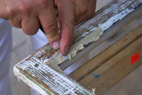 Замазка может быть использована для герметизации окон, заделки трещин и других хозяйственных целях