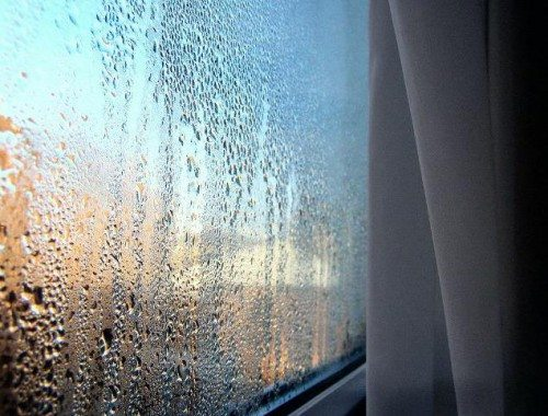 Запотевшие окна являются свидетельством нарушения теплообмена помещения